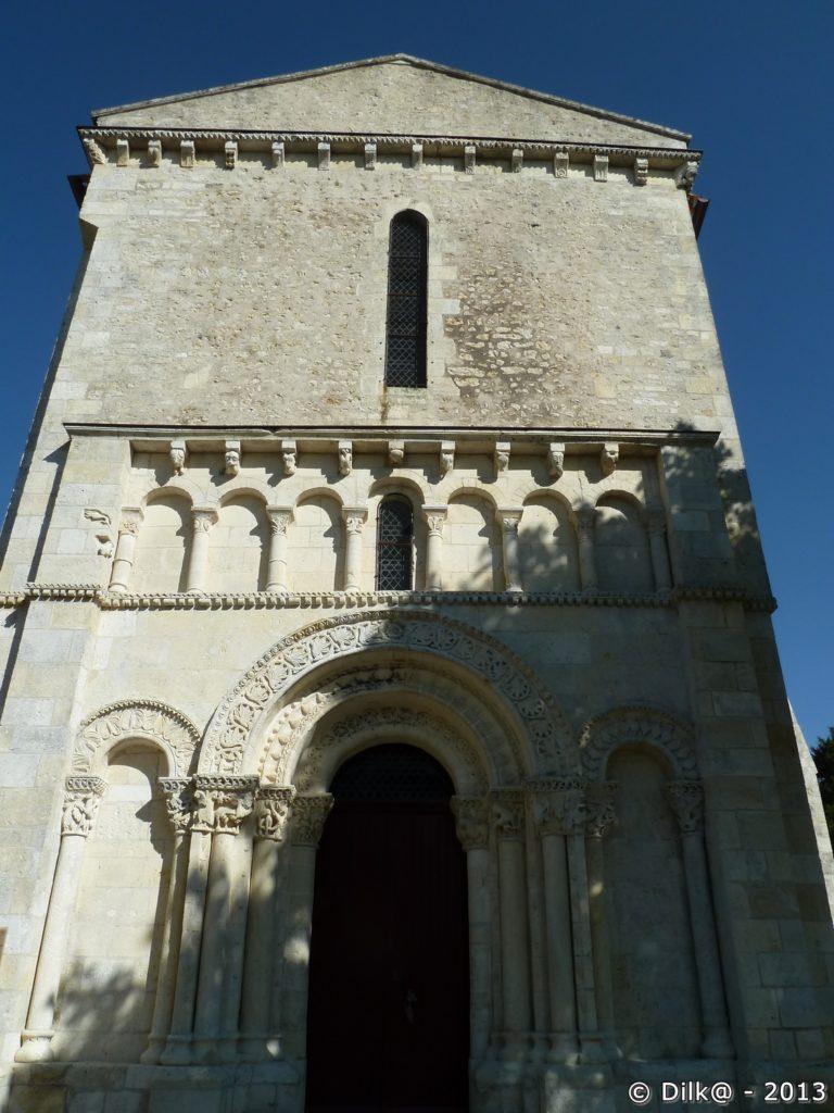 L'église de Barret au centre d'un joli petit village