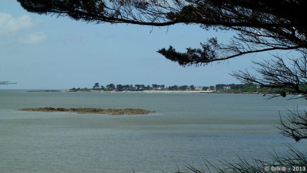 Su sentier côtier, on peut voir les plages des alentours