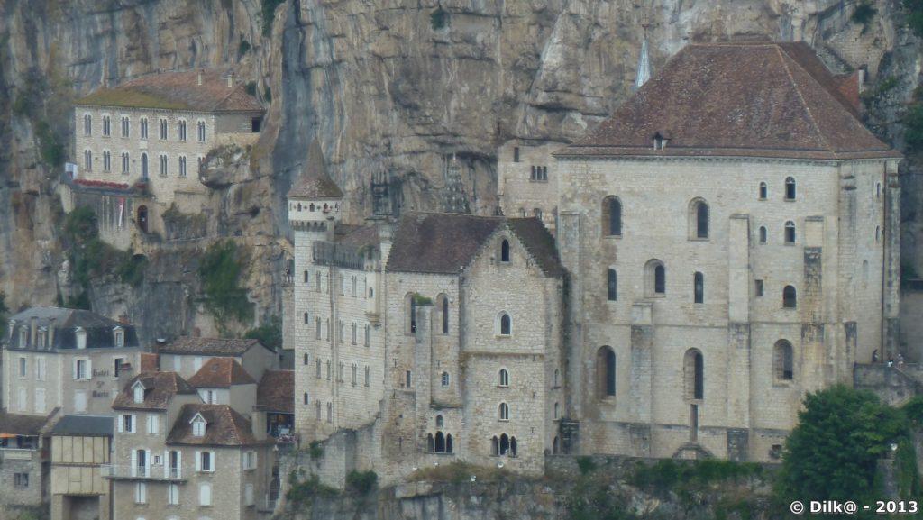 Les maisons sont adossés au rocher