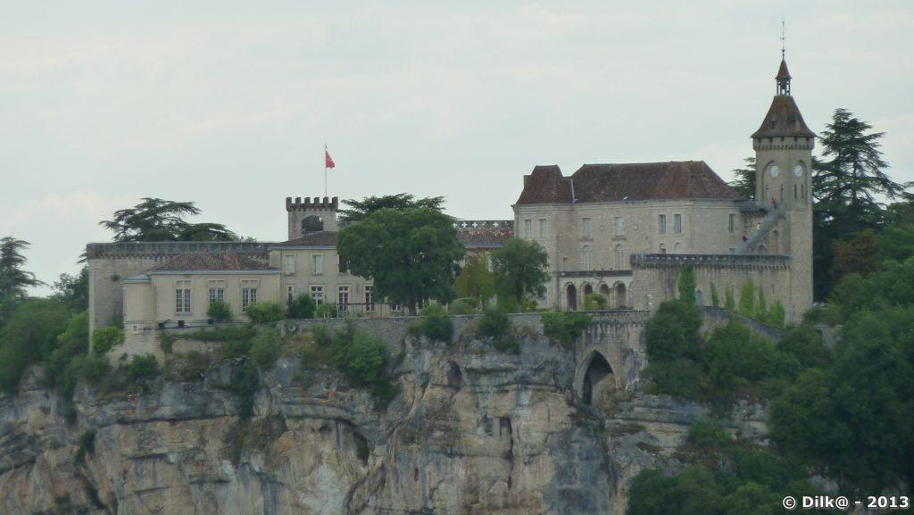 Le château au sommet du rocher