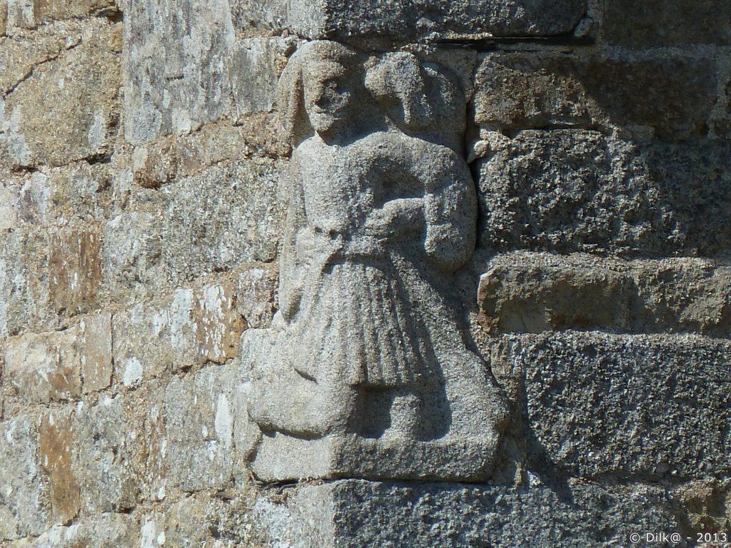 Sculpture dans la pierre de la chapelle