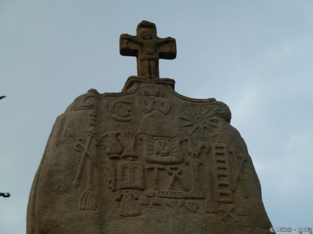 Le menhir de Saint Uzec