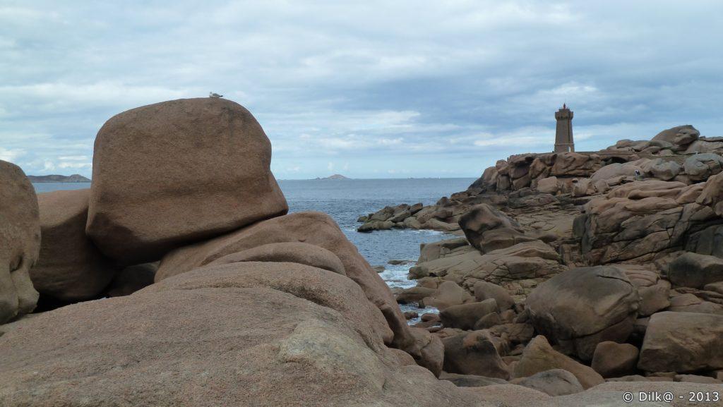 Les rochers de Ploumanac'h et le phare de Min Ruz