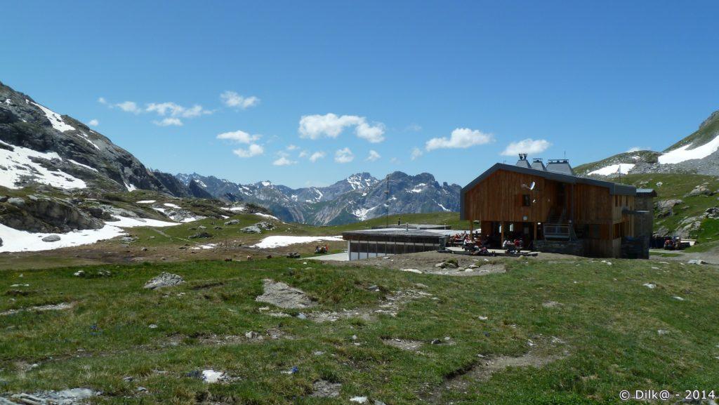 Le refuge du col de la Vanoise et son nouveau bâtiment (en bois) récemment inauguré