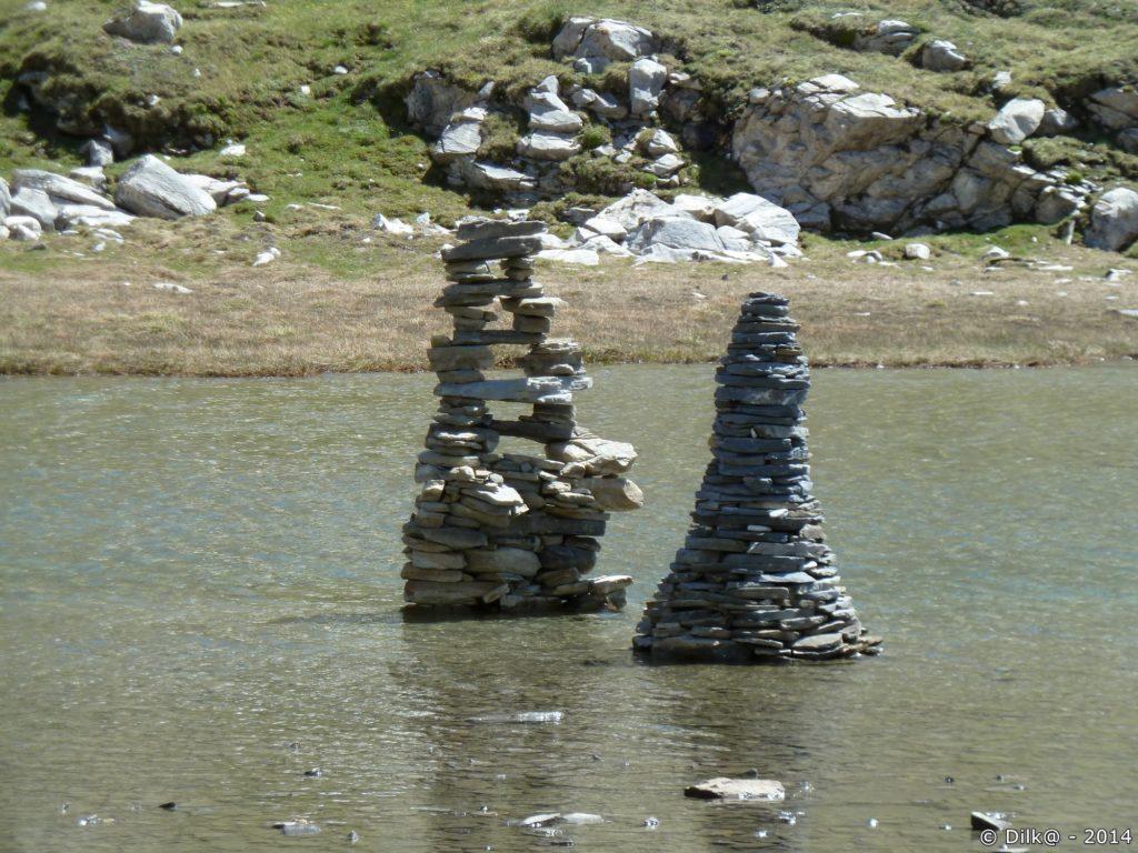 Sur le vallon du col de la Vanoise, des randonneurs ont laissé des cairns originaux