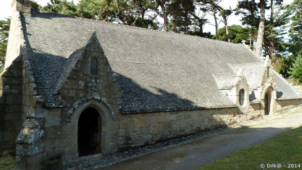La chapelle semi-enterrée de Port-Blanc