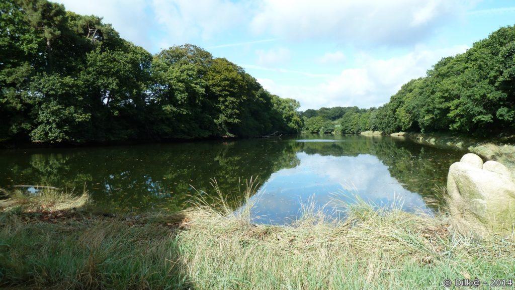 L'étang de l'autre côté de la digue