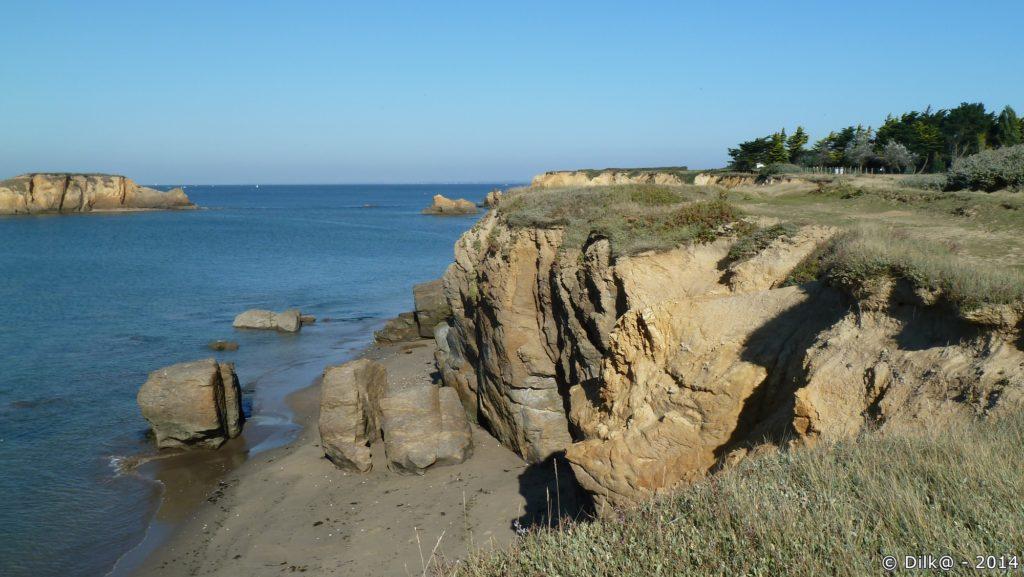 Le soleil accentue le doré des rochers