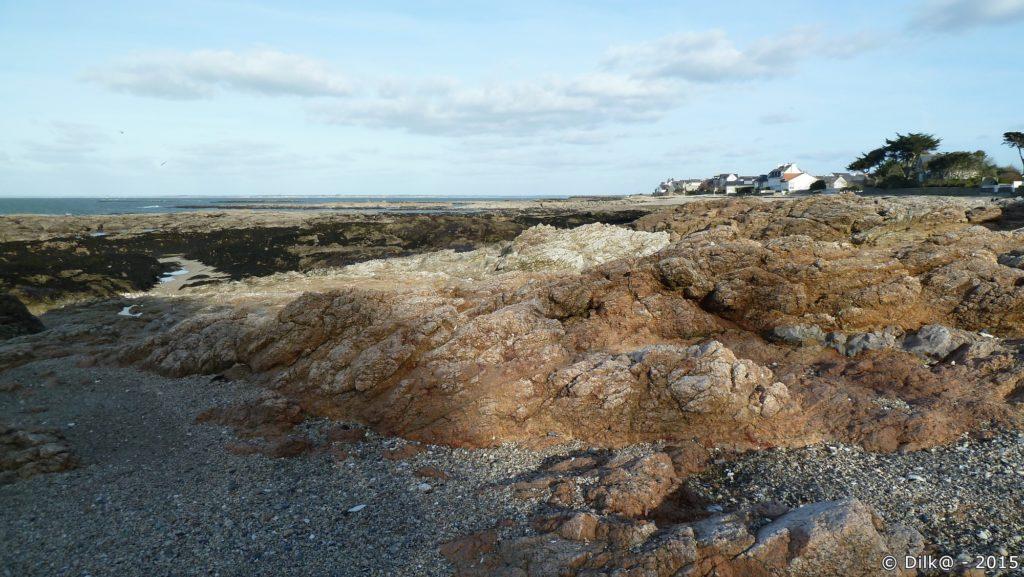 Les rochers roses font penser à la côte de granit rose