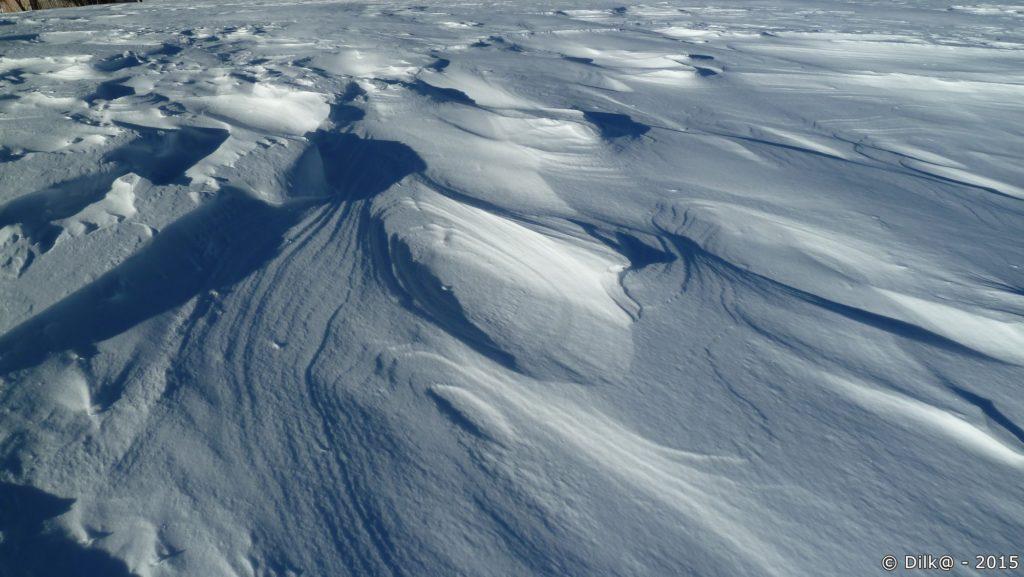 Le vent a sculpté la neige
