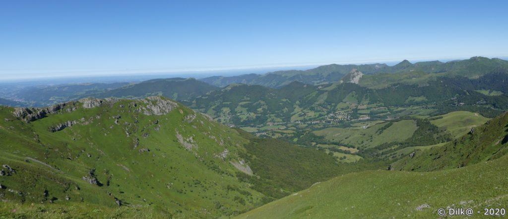 Vue depuis le plomb du Cantal sur les sommets du Cantal