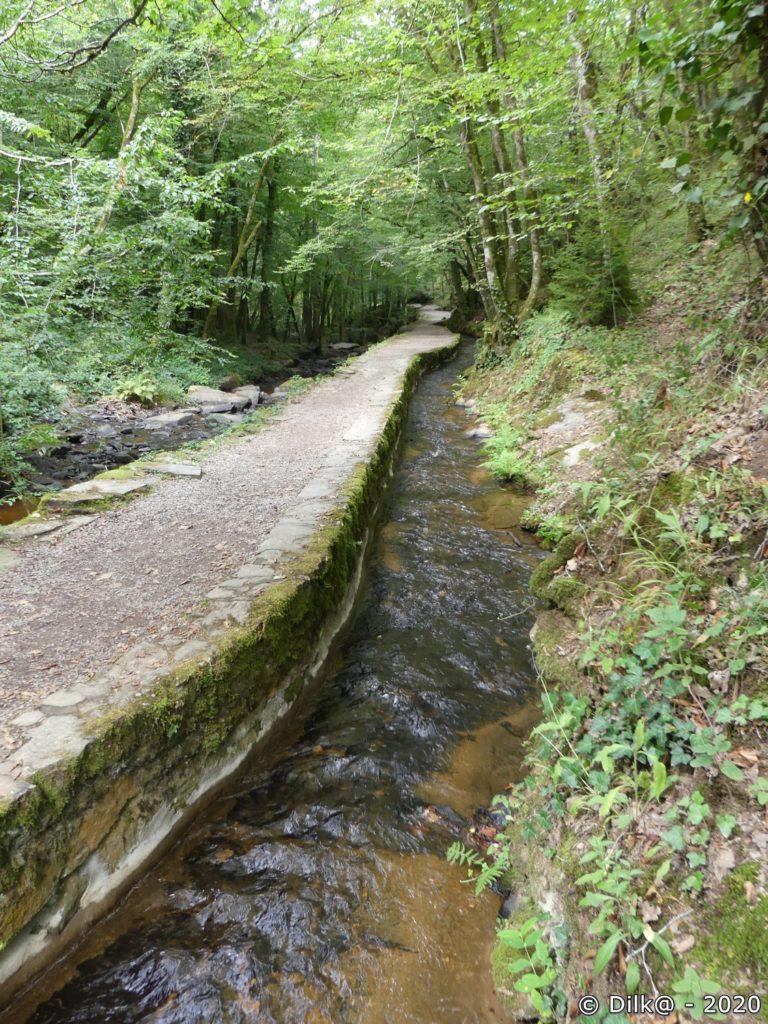 Le ruisseau, le chemin et le canal des moines