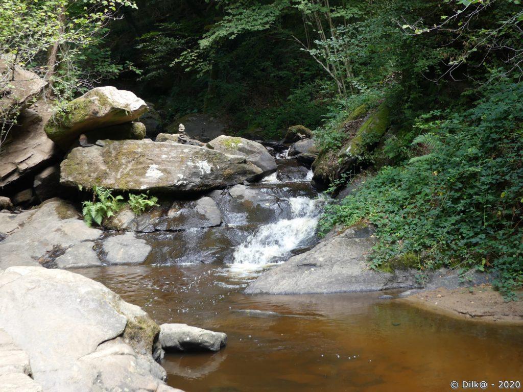 A l'extrémité du canal des moines, le ruisseau capté par le canal