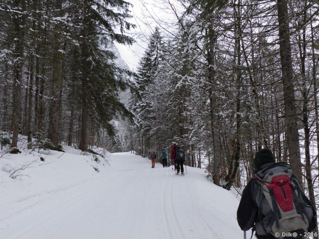 Progression en raquettes dans la vallée du Kaiserbachtal