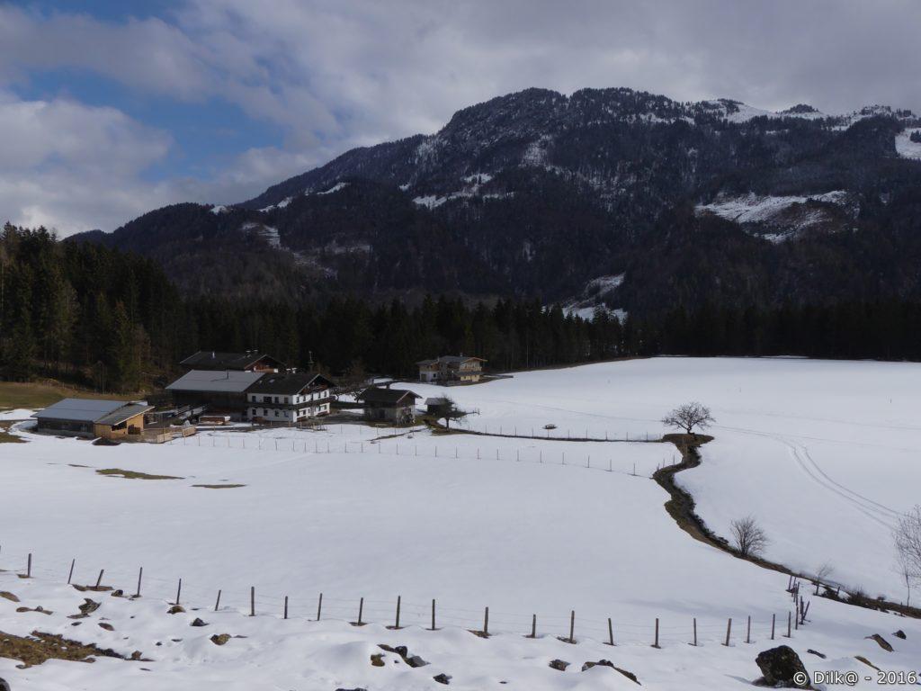 Une ferme dans les alpages
