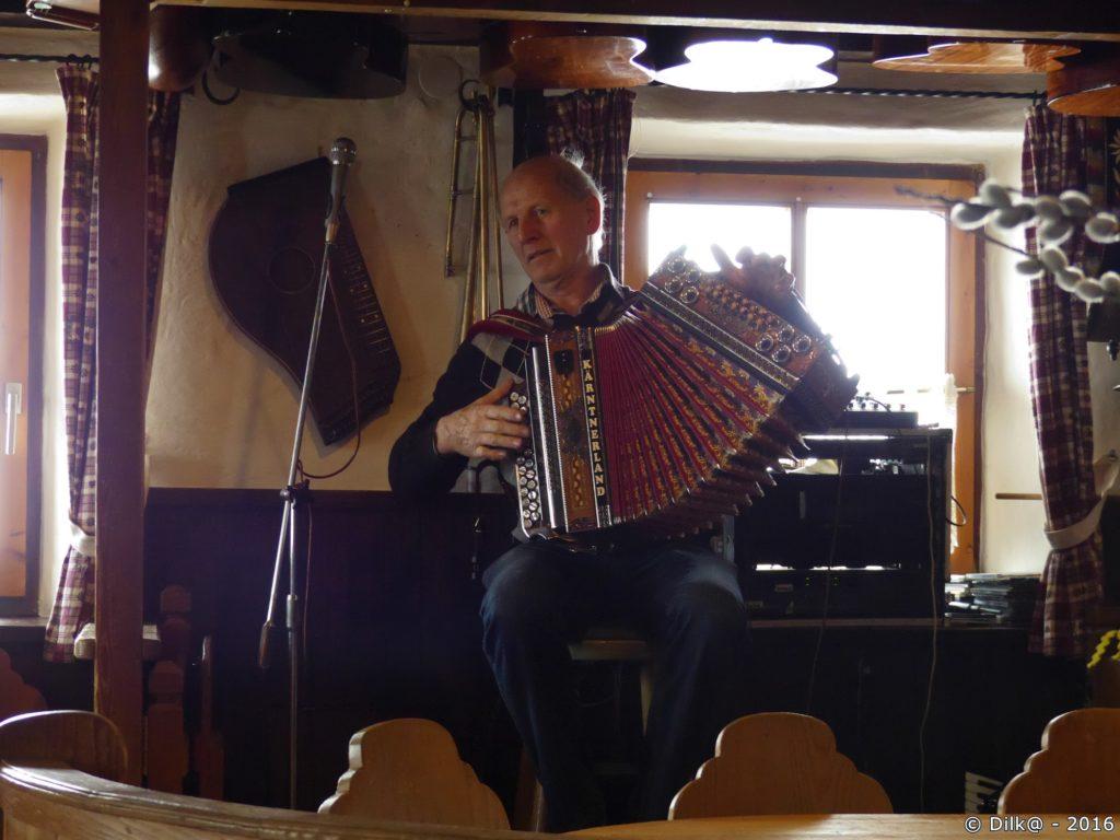L'aubergiste à l'accordéon
