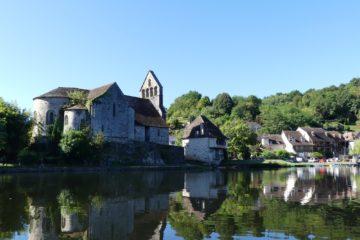 La chapelle des pénitents et ses reflets dans la Dordogne