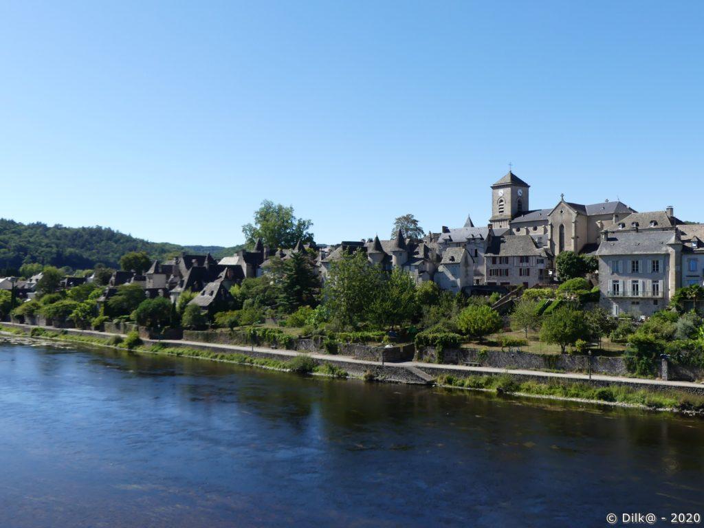 Argentat est un port sur la Dordogne