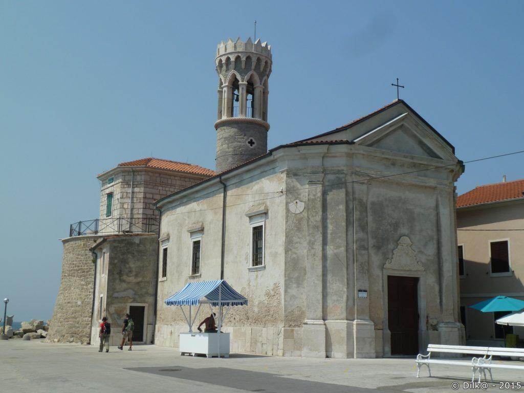 L'Eglise Saint Clément, à l'extrémité de la presqu'ile
