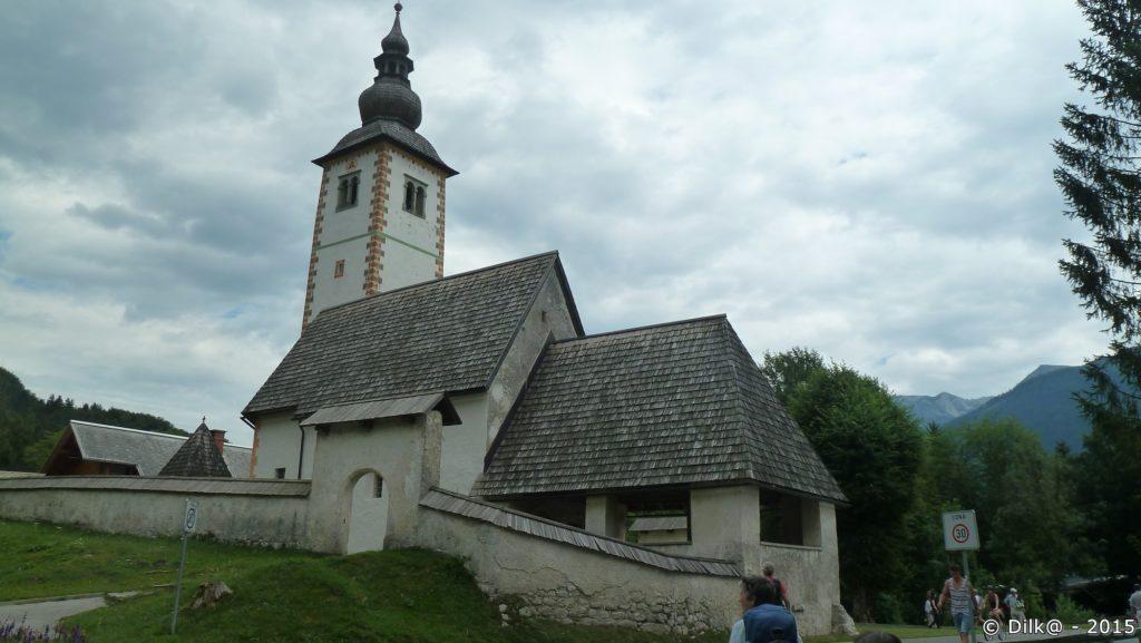 L'église Saint Jean-Baptiste à côté du lac de Bohinj
