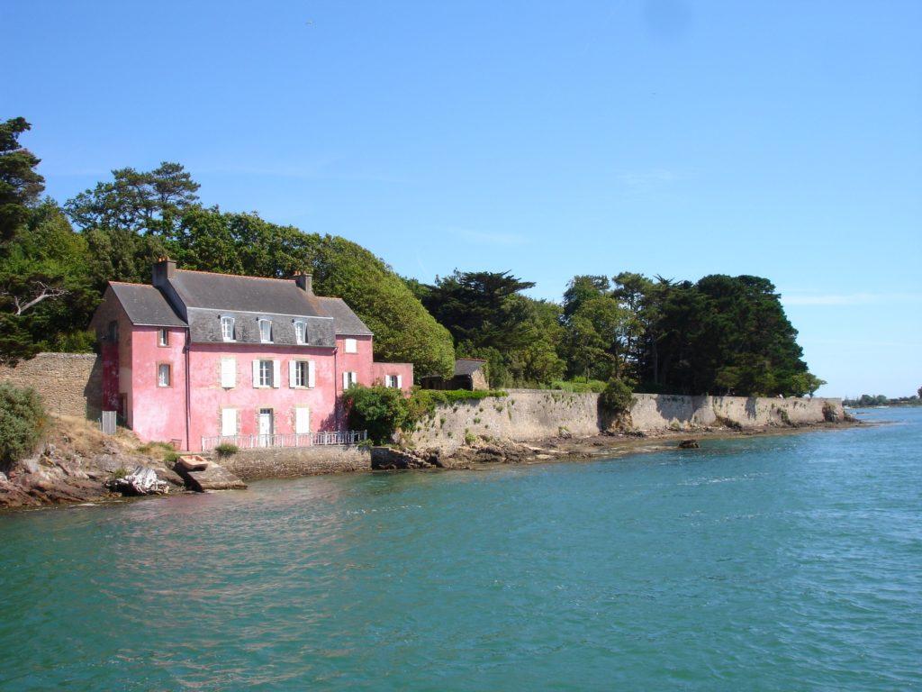 La Maison Rose de Port-Anna dans le Golfe du Morbihan
