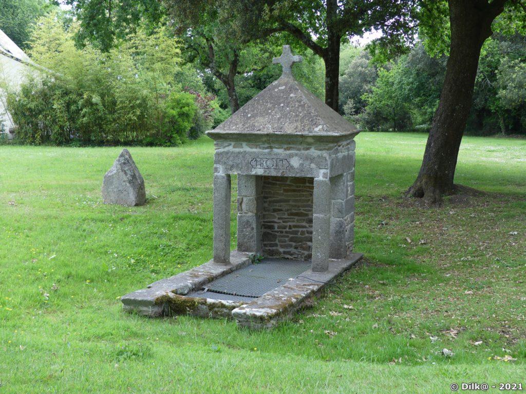 La fontaine du Clos-Forme dans le bourg du Hézo