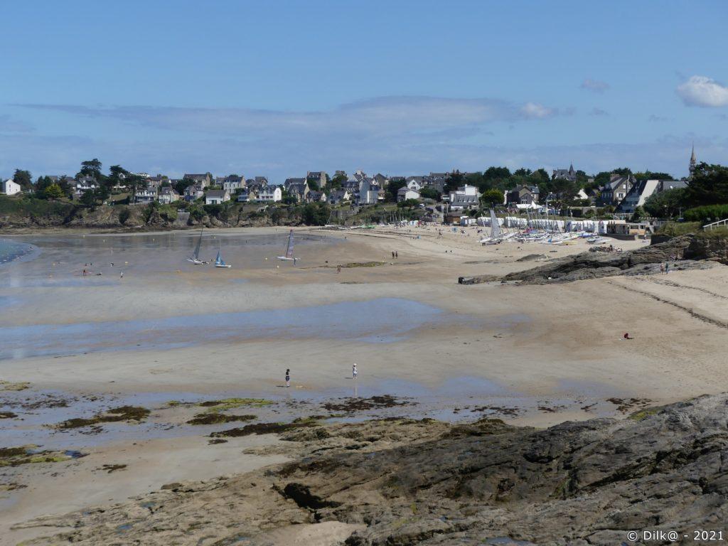 Plage de Saint-Sieu avec ses cabines de plage