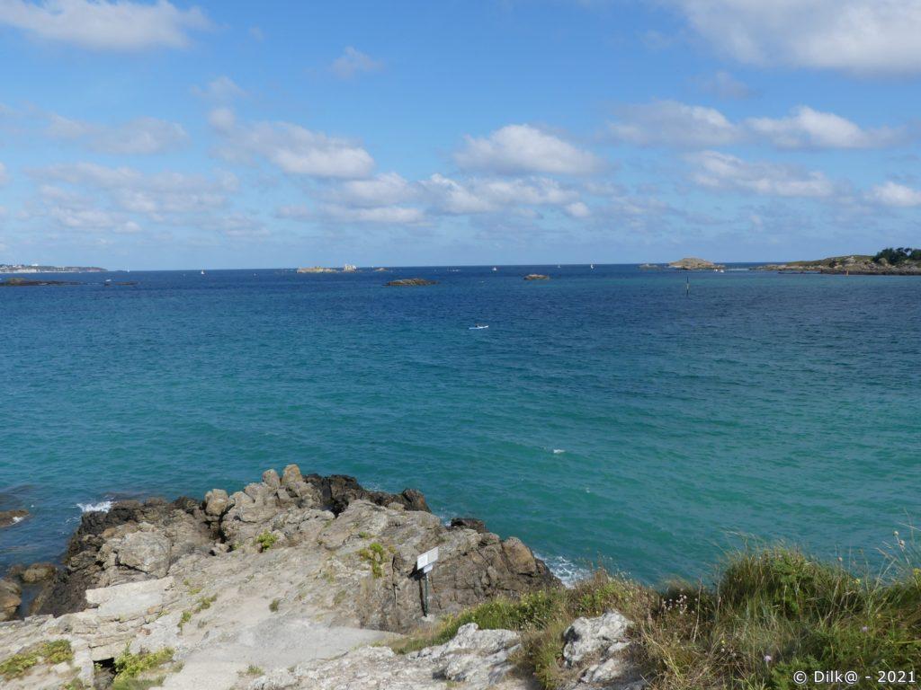 Vue depuis la pointe du Chevet vers l'archipel des Ebihens et l'ile de la Colombière