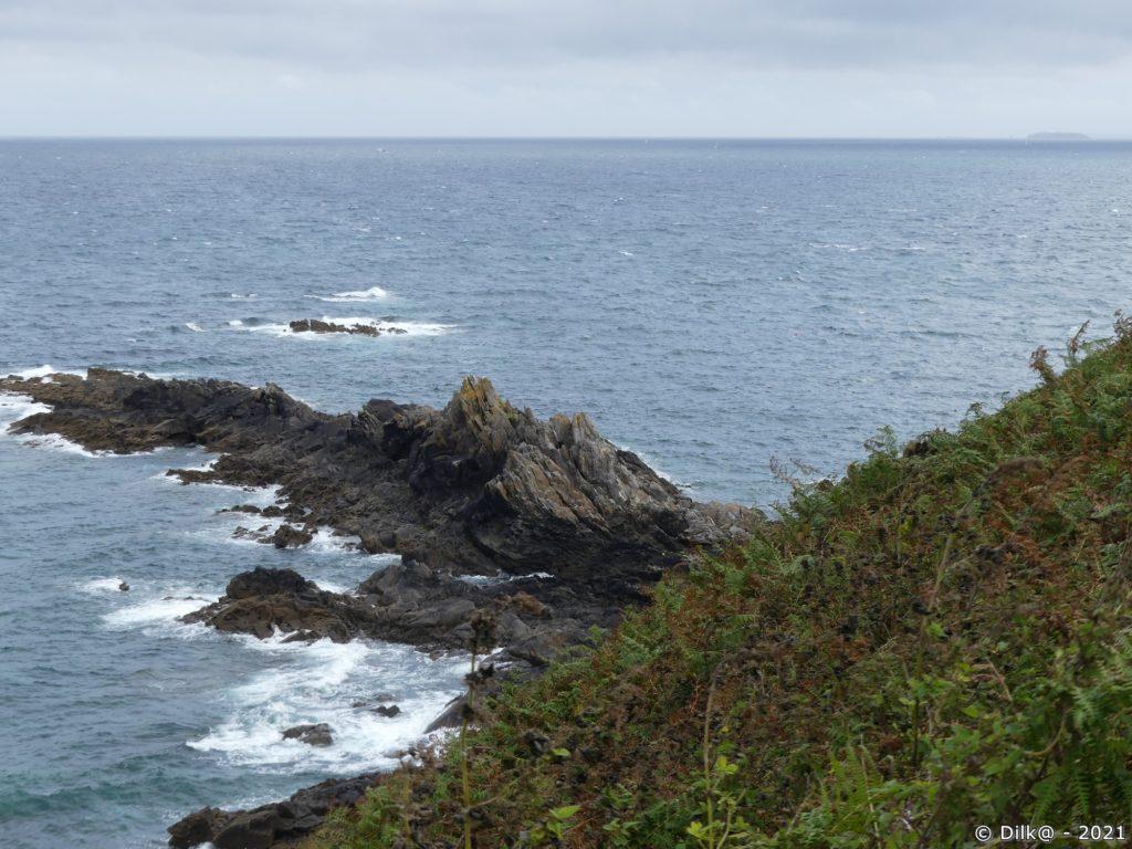 Côte nord de la presqu'île de Saint-Cast et les îles Chaussey au loin à droite