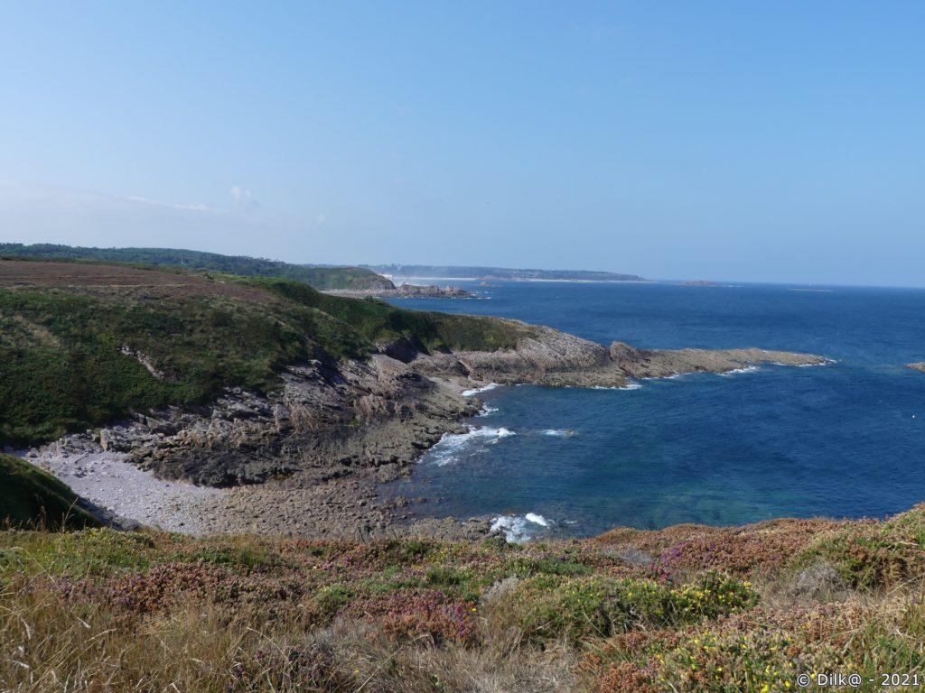 Le Cap d'Erquy au loin