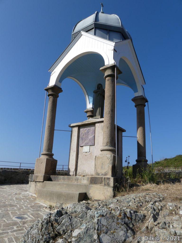 Notre Dame de la Garde au-dessus du port du Dahouet