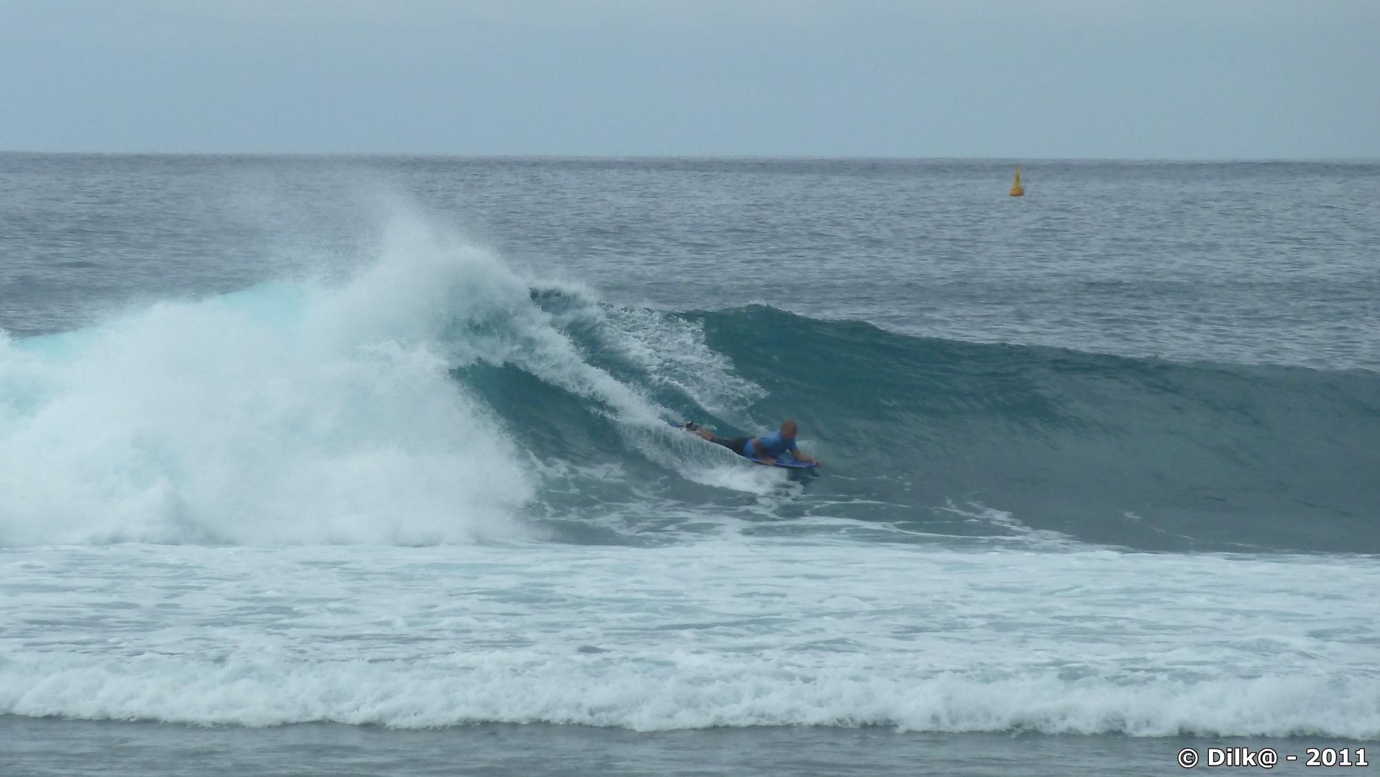 surfeur et belles vagues