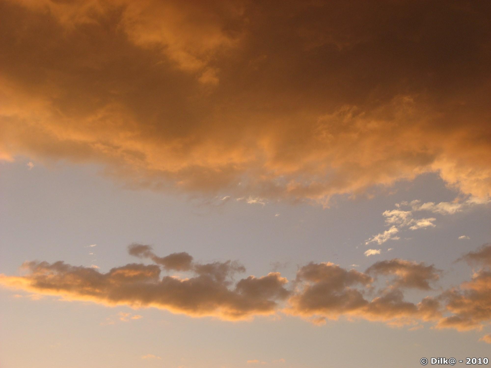 Nuages colorés avant l'orage