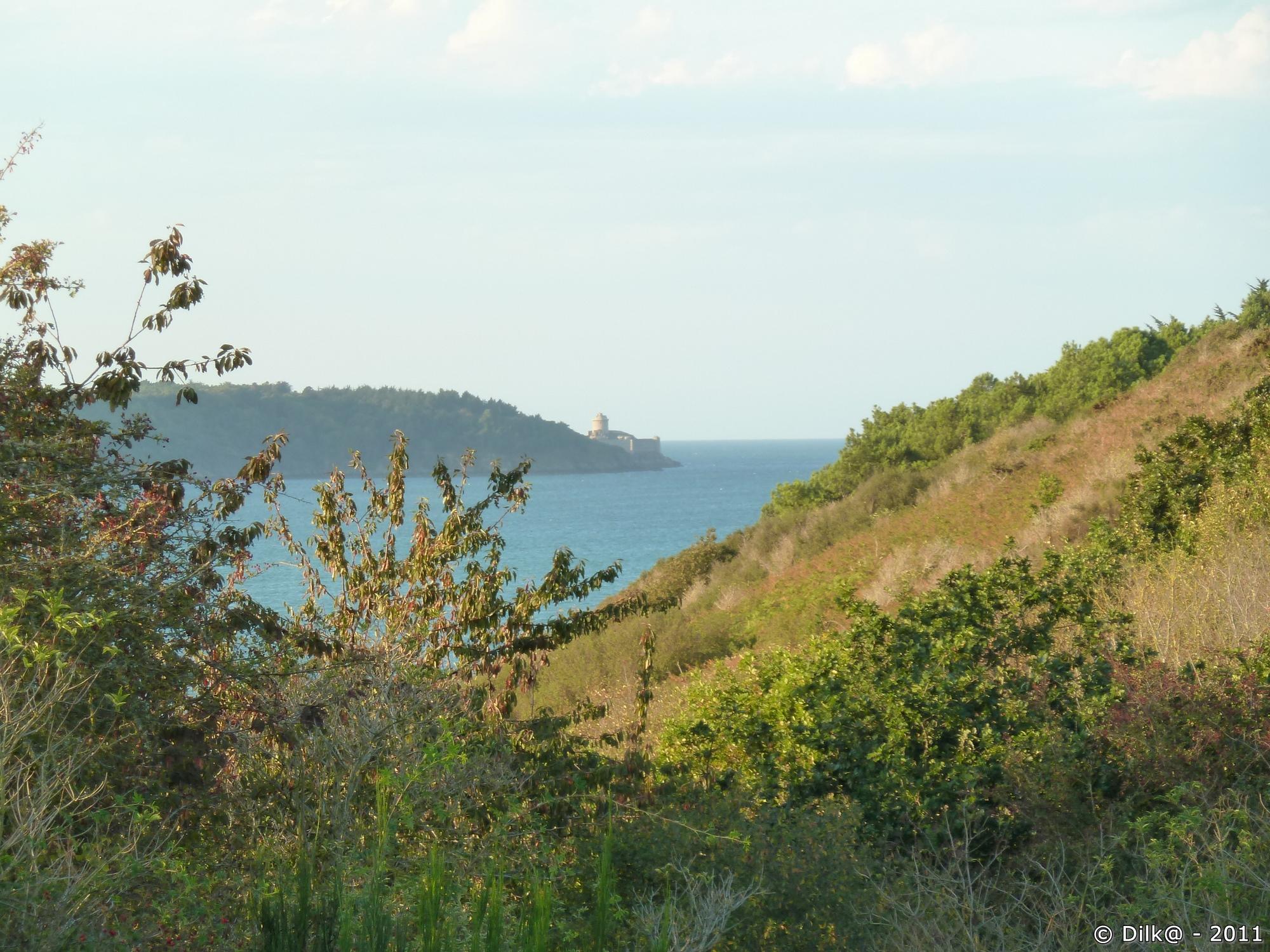 La Baie de Fresnaye et le Fort La Latte au loin