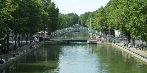 Pont piéton et pont tournant sur le canal